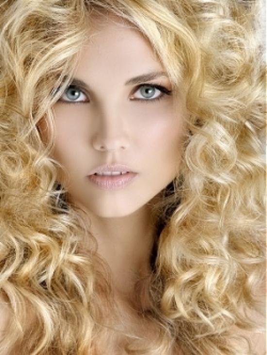 Сейчас повсюду мода на светлый цвет волос у женщин. Если обратить